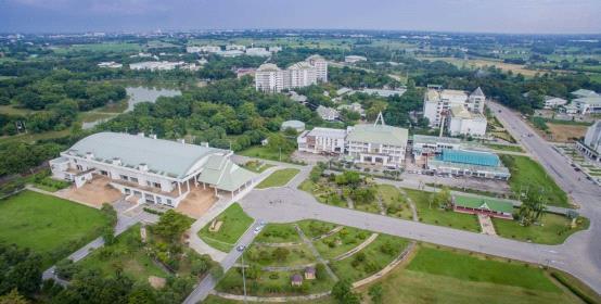 披博宋甘皇家大学,泰国大学,海内外教育