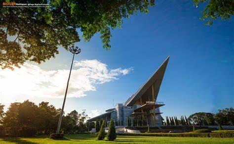 沙功那空皇家大学,泰国大学,海内外教育