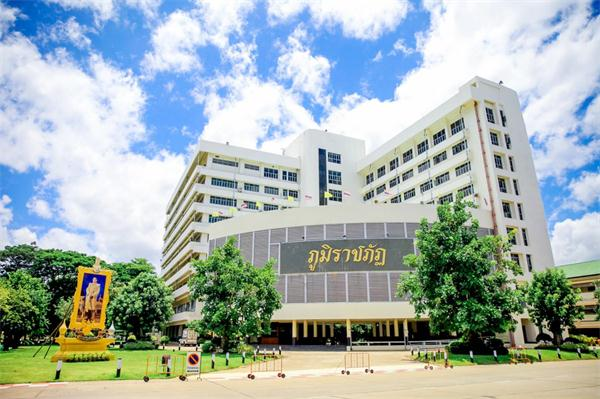 泰国程逸皇家大学,泰国大学,海内外教育