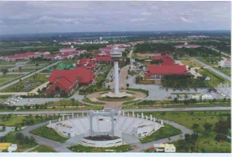 苏兰拉里理工大学,泰国大学,海内外教育
